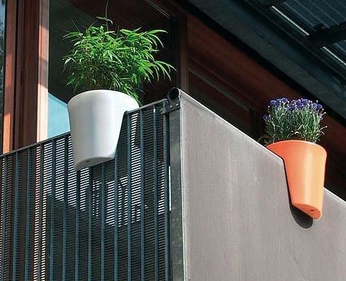 foto maceta para balcon individual foto macetas para balcon de costado