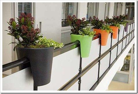 Paisajismo urbano macetas para colgar en balcones decocasa - Macetas para colgar ...