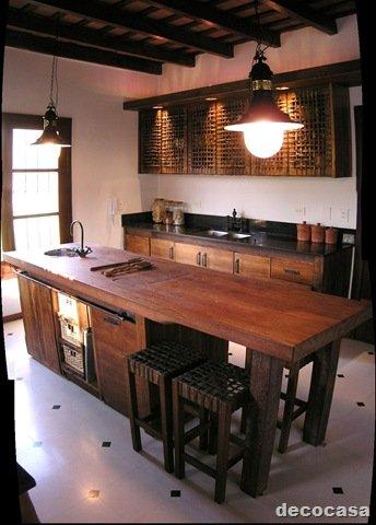 Cocina de campo madera y tiento decocasa for Isla cocina madera