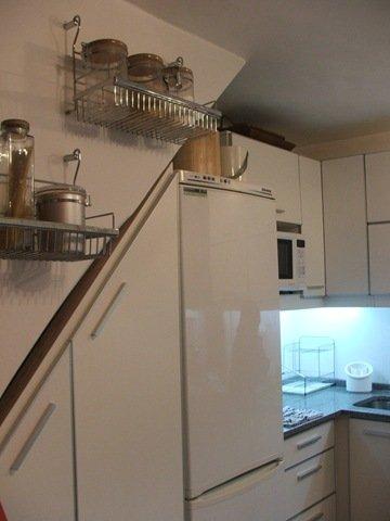 Cocina placard bajo la escalera decocasa for Cocinas debajo de las escaleras
