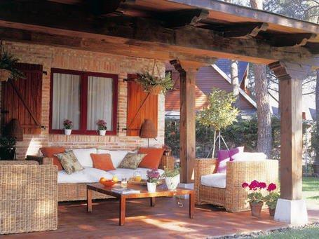 Fotos de porches terrazas y balcones decocasa - Muebles de porche ...