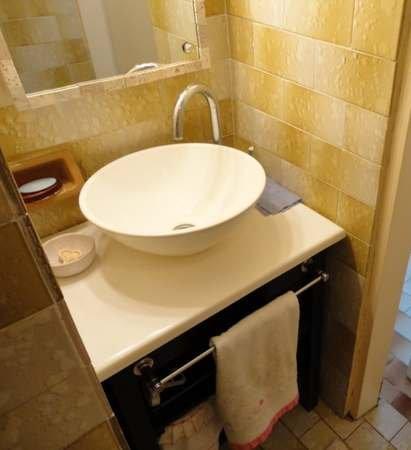 Toilettes vs ba os qu los diferencia decocasa for Revestimiento de banos con guardas