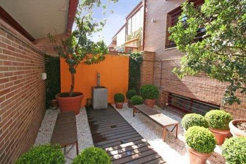 Patios inspiraci n y consejos decocasa for Decoracion de jardines pequenos rusticos