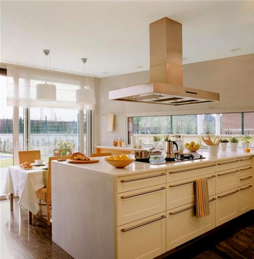 Cocinas blancas y radiantes decocasa for El mueble cocinas