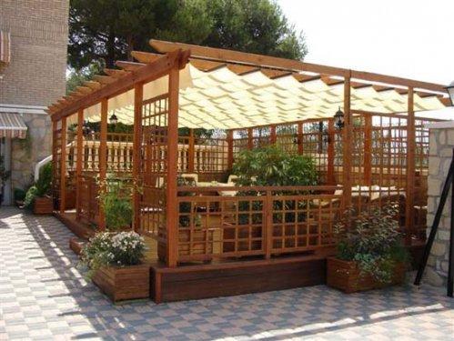 P rgolas para disfrutar el verano protegidos decocasa for Pergolas de metal para jardin