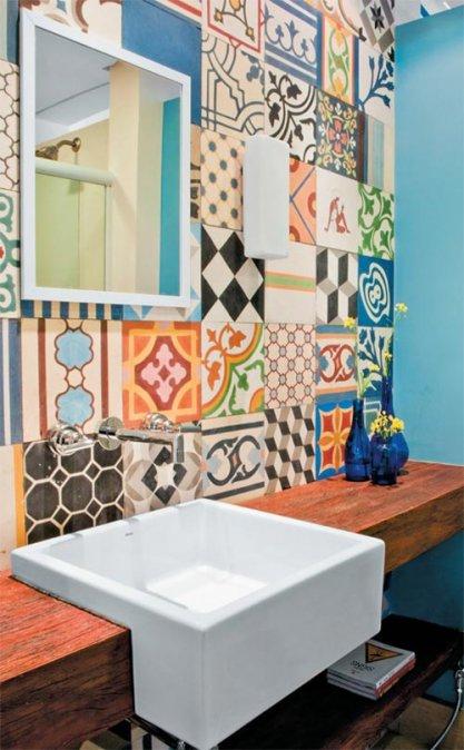 Azulejos y mosaicos antiguos en el ba o decocasa for Azulejos clasicos