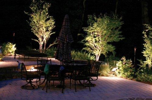 Consejos tips para iluminar exteriores decocasa for Luces de jardin exterior