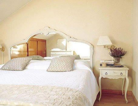 Dormitorios espejos en el respaldo decocasa for Espejos en el dormitorio