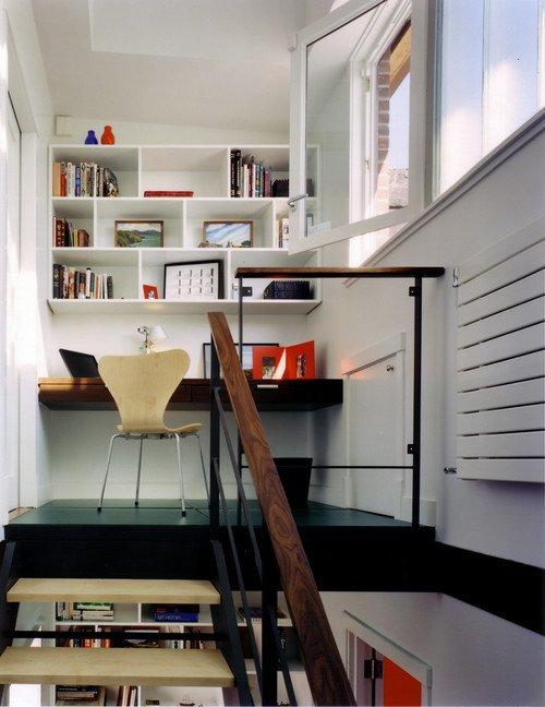 el espacio bajo la escalera o su uchuecoud tambin puede ser perfecto para instalar el escritorio