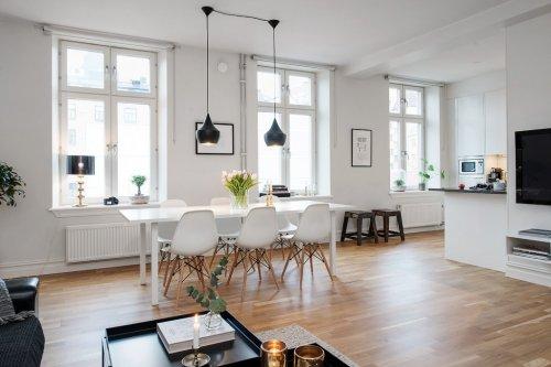 Decotour una casa en blanco negro y madera decocasa for Esszimmer schalenstuhl