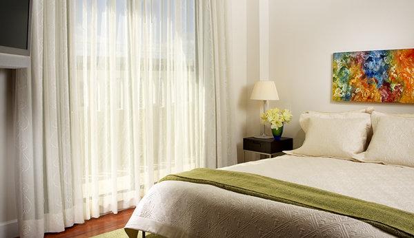 Dormitorio c mo elegir las cortinas adecuadas decocasa for Cortinas dobles para dormitorios