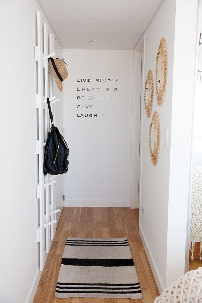 Luz y muebles c mo decorar un departamento chico decocasa for Ideas para departamentos