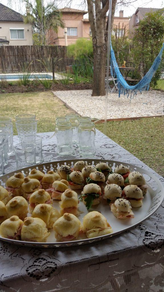mesa.comunion.salada.vasos