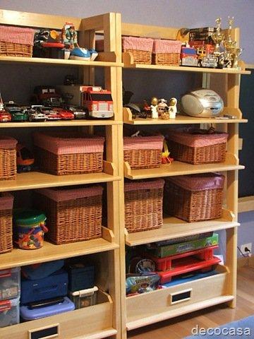 Dormitorios infantiles decocasa - Estanterias guardar juguetes ...