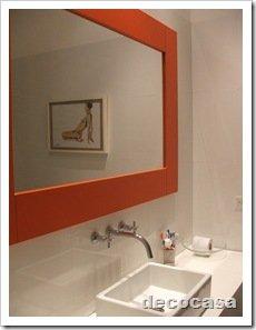 Foto Espejo para baño marco naranja